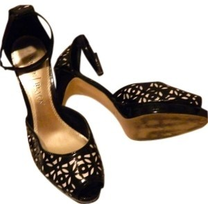 White House | Black Market Black and Cream with Gold insoles Pumps