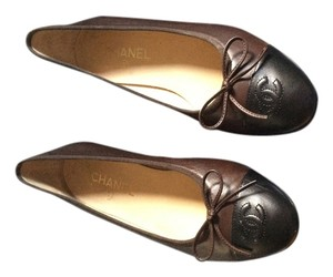 Chanel Brown/black Flats