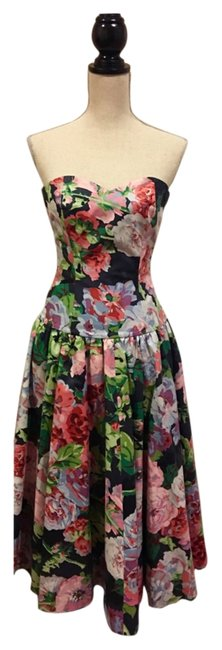 Multi Floral Mid-length Short Casual Dress Size 6 (S) Multi Floral Mid-length Short Casual Dress Size 6 (S) Image 1