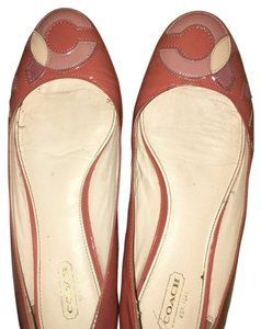 Coach Coral peach gold Flats