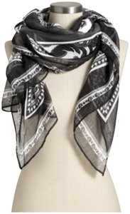 Old Navy Black and White patterned scarf