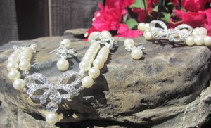 Bridal Jewelry Set Crystal And Pearl Necklace Earings And Bracelet