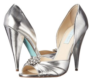 Betsey Johnson Blue By Betsey Wedding Bridal Prom Size 8 silver Pumps