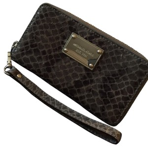MICHAEL Michael Kors Wristlet in Grey