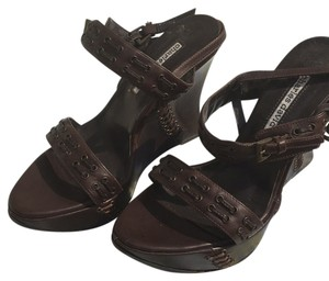 Charles David Warm Chocolate Brown Wedges