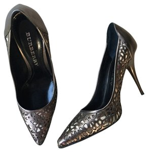 Burberry Metallic brown Pumps