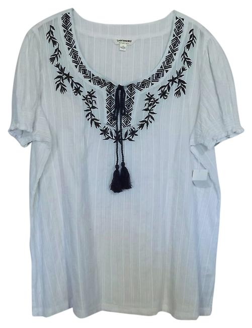 Item - White with Blue Accent 2x Embroidery Peasent Blouse Size 24 (Plus 2x)