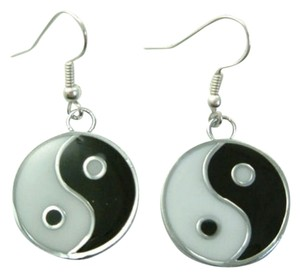 A Pair New Ladies Lovely Yin Yang / Ying Yang Earrings, Free Shipping