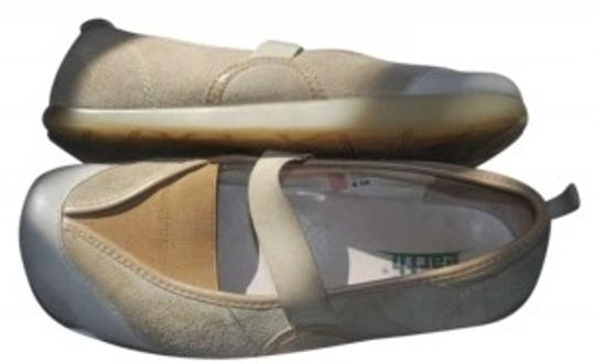 Preload https://item3.tradesy.com/images/earth-beige-cream-mary-janes-flats-size-us-85-132402-0-0.jpg?width=440&height=440