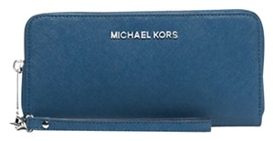 Michael Kors Jet Set Leather Multi Function Travel Phone Case