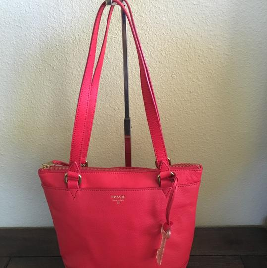 Preload https://item1.tradesy.com/images/fossil-red-leather-tote-13251610-0-0.jpg?width=440&height=440