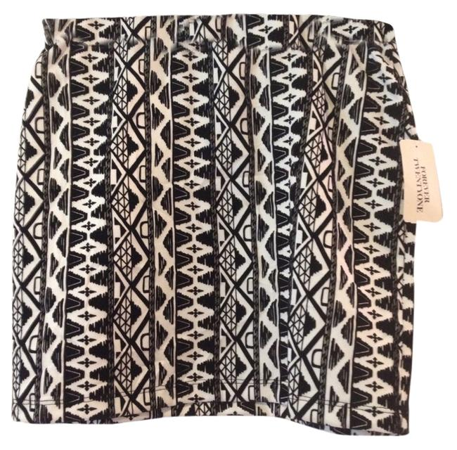 Forever 21 Aztec With Tags Mini Skirt Black & White