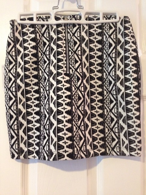 Forever 21 Aztec With Tags And Mini Skirt Black & White