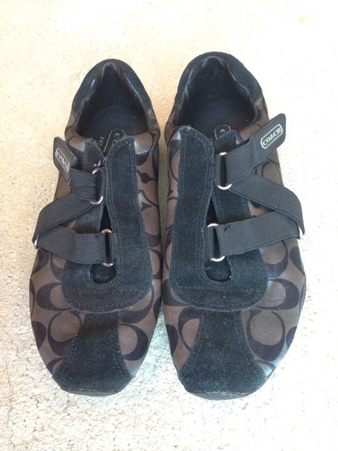 Item - Black/Gray Kyrie Sneakers Size US 6