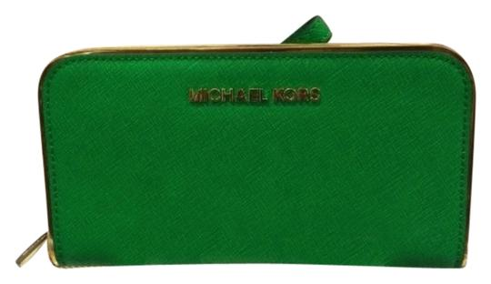 Preload https://item3.tradesy.com/images/michael-kors-palm-green-leather-clutch-1327767-0-0.jpg?width=440&height=440