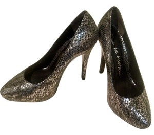 Pour La Victoire Leather Snakeskin Gray Pumps