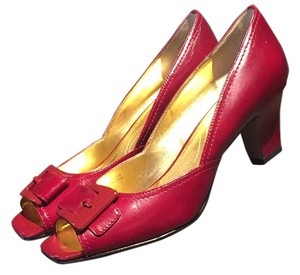 Elie Tahari Red Pumps