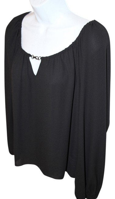 Preload https://item3.tradesy.com/images/single-black-hook-detail-blouse-size-4-s-1329887-0-0.jpg?width=400&height=650
