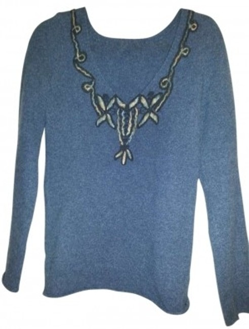 Preload https://img-static.tradesy.com/item/133165/free-people-blue-applique-v-neck-sweaterpullover-size-8-m-0-0-650-650.jpg