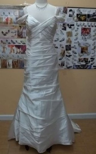 Preload https://item4.tradesy.com/images/alfred-angelo-diamond-white-satin-taffeta-2345-formal-wedding-dress-size-14-l-133208-0-0.jpg?width=440&height=440