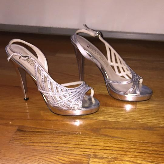 E! Live from the red carpet Silver Pumps