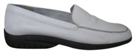 Preload https://item3.tradesy.com/images/bandolino-white-flats-size-us-75-133287-0-0.jpg?width=440&height=440