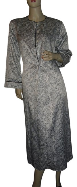 Preload https://item5.tradesy.com/images/natori-gray-white-classic-by-josie-long-casual-maxi-dress-size-2-xs-13336564-0-2.jpg?width=400&height=650