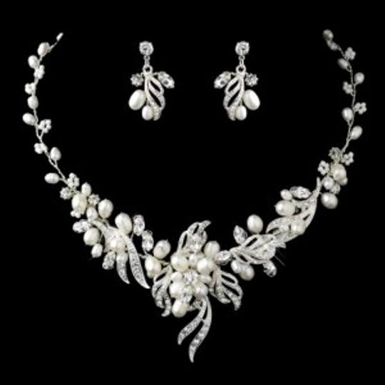 Preload https://item1.tradesy.com/images/elegance-by-carbonneau-silver-freshwater-pearl-crystal-jewelry-set-133620-0-0.jpg?width=440&height=440