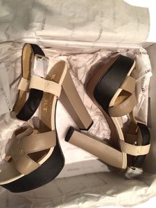 Report Signature Brown, Black Platforms