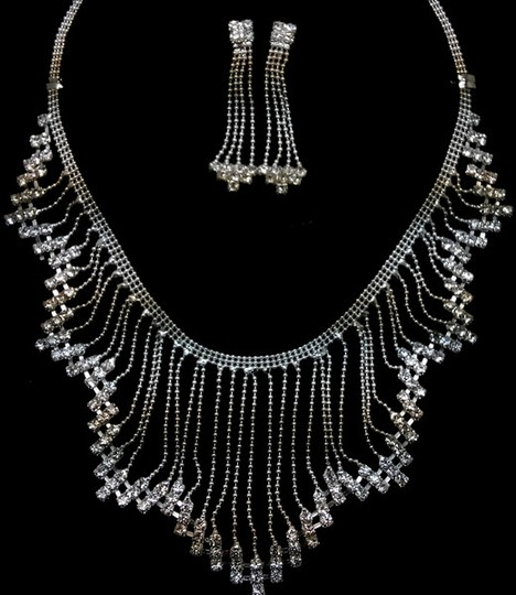 Preload https://item5.tradesy.com/images/silver-waterfall-crystal-necklace-13375744-0-0.jpg?width=440&height=440