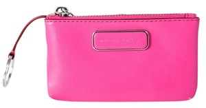 Marc by Marc Jacobs * MARC JACOBS New q grained-leather key pouch PINK
