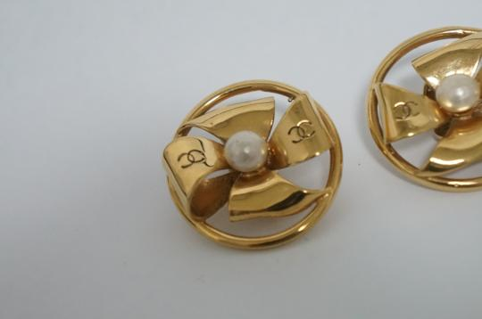 Chanel Chanel Vintage Pearl CC Logo Earrings