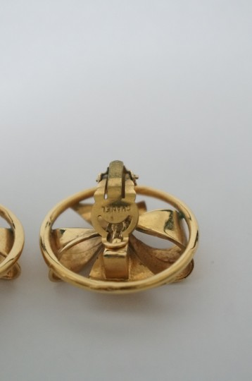 Chanel Chanel Vintage Pearl CC Logo Clip On Earrings Image 3