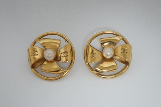 Chanel Chanel Vintage Pearl CC Logo Clip On Earrings Image 4