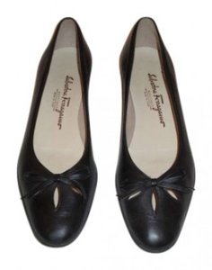 Salvatore Ferragamo These Ballet Have Pretty Cutouts On The Toes And A Small Leather Bow Rubber Non Slip Soles. Black Flats