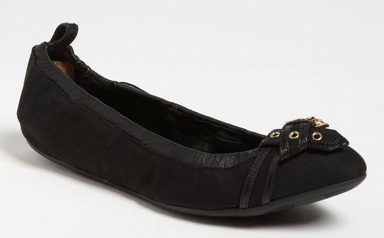 Preload https://item2.tradesy.com/images/burberry-black-leather-thompson-scrunch-belted-bow-toe-ballet-flats-size-eu-36-approx-us-6-regular-m-13386901-0-0.jpg?width=440&height=440
