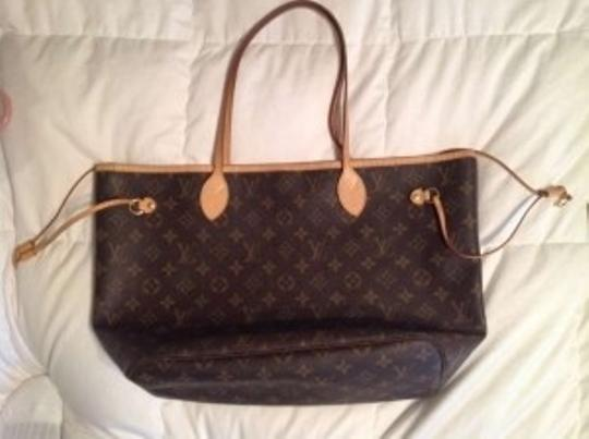 Preload https://item3.tradesy.com/images/louis-vuitton-tote-133887-0-0.jpg?width=440&height=440