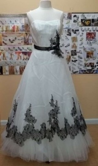 Alfred Angelo Ivory/Black Organza 2370 Formal Wedding Dress Size 10 (M)
