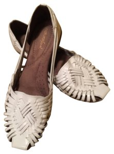 b8309a3dce54 White Naturalizer Flats - Up to 90% off at Tradesy