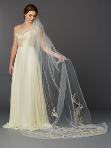 Mariell Silver And Gold Embroidered Floral Lace Cathedral Veil 4468v-i-g-s