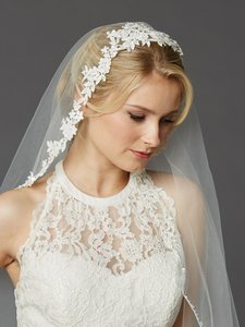 Mariell Semi-waltz Ballet Length One Tier Bridal Veil With Beaded Lace Top 4420v-i