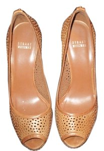 Stuart Weitzman medium Tan Pumps