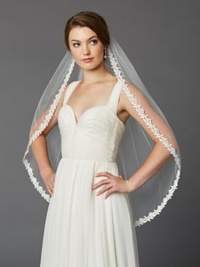 Mariell Single Layer Fingertip Lace Edge Mantilla Wedding Veil With Beads & Sequins 4415v-i