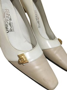 Salvatore Ferragamo Leather beige Pumps