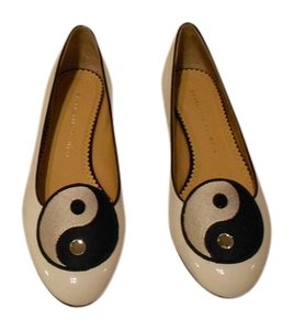 Charlotte Olympia Ying/yang Medallion Designed Comfortable Made In Italy Porcelain White Flats