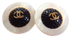 Chanel CHANEL extra large round shell earrings with black and golden CC motif. Great and rare Chanel