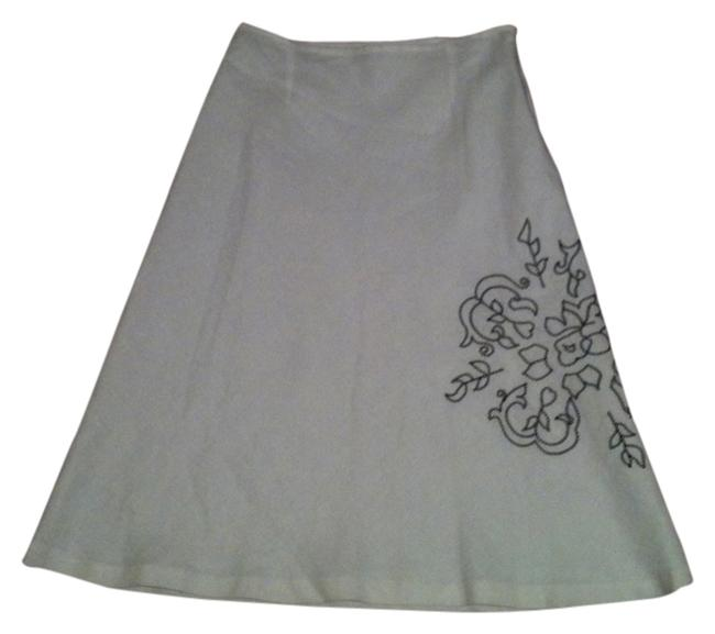 Preload https://img-static.tradesy.com/item/13428745/white-linen-summer-skirt-size-6-s-28-0-1-650-650.jpg