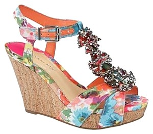 Gianni Bini Spring Floral Hot Pink Coral White Blue Taupe Wedges
