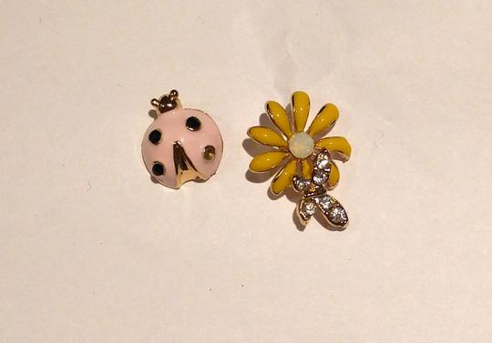Other New Lady Bug Daisy Stud Earrings Gold Tone Flower J2259 Image 2