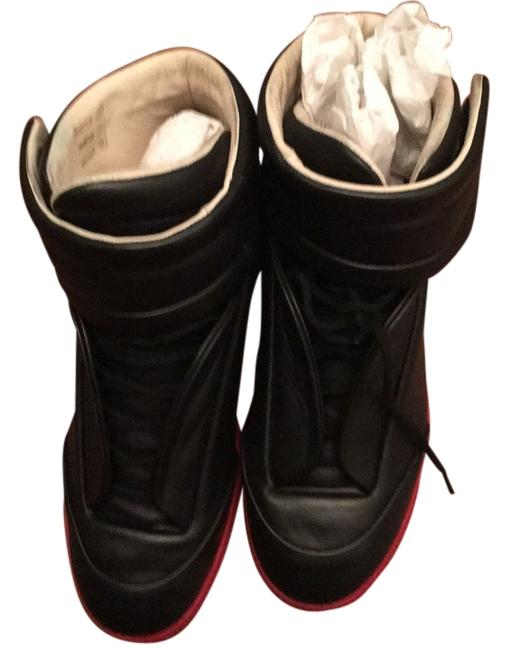 Item - Black and Red Sole Sneakers Size US 8 Regular (M, B)